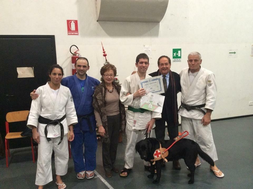 CANI GUIDA: consegna di un labrador a Roberto Lachin, cintura Verde Judo non vedenti