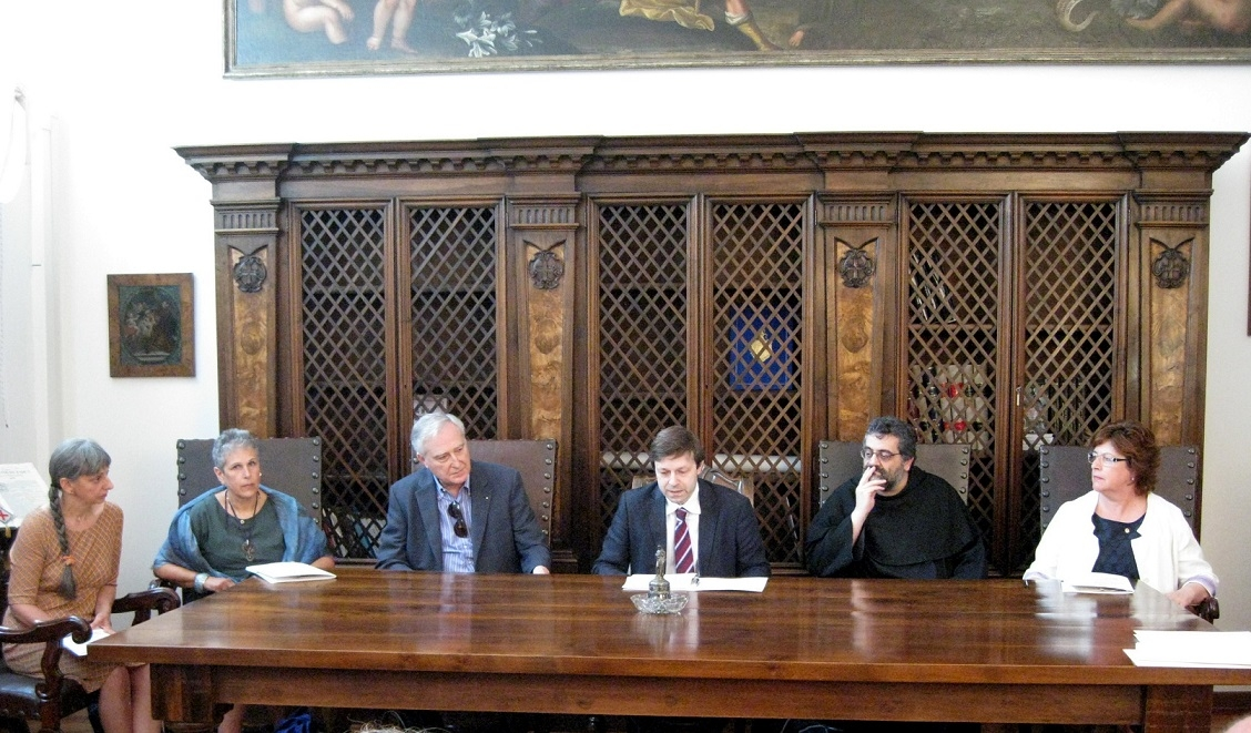 PADOVA CARRARESI: Veneranda Arca di Sant'Antonio e Fondazione dei Club Lions Distretto 108 Ta3, lo studio e il restauro di antichi e preziosi tessili